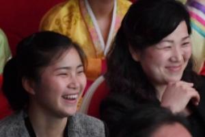 [포토] '웃음꽃이 활짝' 평양주민들, 남북태권도 시범공연 관람