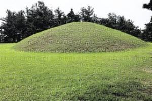 무왕·선화공주 무덤일까… 익산 쌍릉서 인골 나무상자 발견