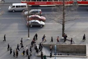 [서울포토] 분주한 시민들의 발걸음…평양 아침 풍경