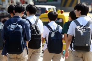"""교사 96%가 학생·학부모에 전화번호 공개…88% """"퇴근 후 연락"""""""