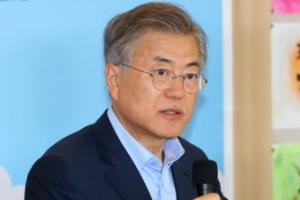 """문 대통령 """"국회 법 개정전까지 靑 이희호 여사 경호 가능"""""""