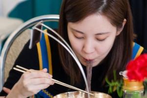 [서울포토] 옥류관서 평양냉면 맛보는 서현