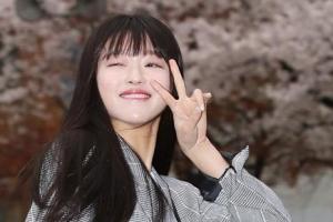 [포토] 오마이걸 유아, 벚꽃 윙크
