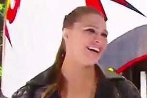론다 로우지 WWE 화려한 데뷔…레슬매니아34 암바승