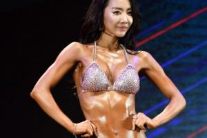 미코 출신 홍다현, 탄탄하고 눈부신 비키니 자태