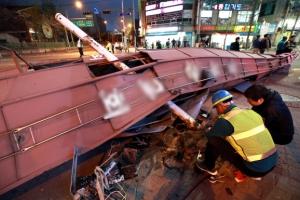 서울 강풍 피해 교회 첨탑 무너지고 선상웨딩홀은 떠내려가