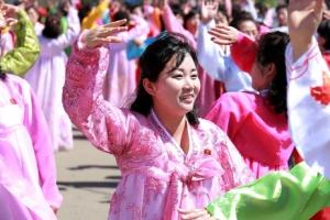 [포토] 北 경축 무도회 참석한 여성의 단아한 춤사위