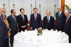 """文대통령 """"북·미, 회담 성의 보여도 간극… 좁히는 게 과제"""""""