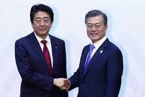 """日언론 """"아베, 文대통령에게 단독 방일 요청…고노 외무상 전달"""""""