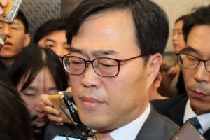 논란 속 '공식행보' 김기식 '묵묵부답'