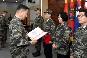 해병대 창설 69주년… 명예해병 선정