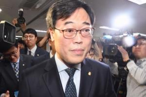 """'김기식 위법' 판단 선관위에 """"적폐"""" 비난 쏟아져"""