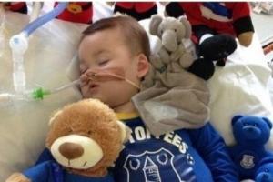 제2의 찰리 가드?…英서 희소병 아기 연명치료 논란 재점화