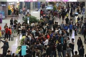 3월 중국인 입국자 42만명…13개월만에 40만명대 회복
