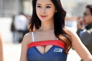[포토] 레이싱 모델의 눈부신 미모