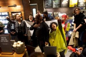 스타벅스 인종차별 논란 흑인청년 두 명이 합의한 금액