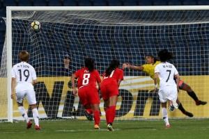 고생 끝에… 월드컵 티켓 끊은 윤덕여호