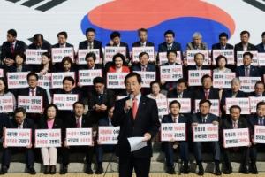 한국당 무기한 천막 농성…野 '여론조작 게이트' 세몰이