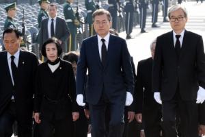 [서울포토] 문재인 대통령, 4.19 민주묘지 참배