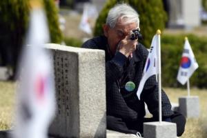 [서울포토] '4.19 혁명' 58주년…세월 지나도 마르지 않는 눈물