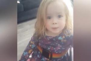 척추 장애 아이의 감동적인 '휠체어 묘기'