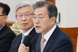 """문대통령 """"北 '완전한' 비핵화 의지표명…평화협정 체결로 가야"""""""
