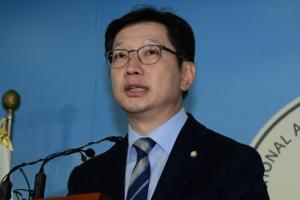 불출마는 댓글 연루 인정… 김경수, 정면돌파 의지