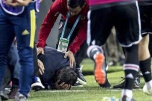 귀네슈 감독 관중이 던진 물체에 머리 맞고 병원행, 이스탄불 더비 취소