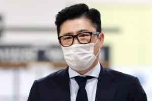 [포토] '찡그린 표정' 고영태씨, 법정으로
