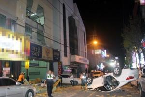 [포토] 사우나 주차장 외벽 뚫고 추락한 승용차