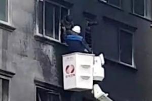 필로티 쓰레기 더미 불이 원룸 외벽에 옮겨붙어…17명 연기흡입