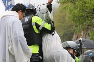 사드기지 진밭교서 경찰 강제해산…10여명 부상·2명은 병원행