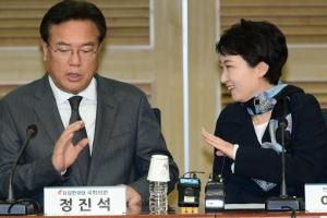 [서울포토] '드루킹 댓글 사건' 관련 좌담회, 대화하는 정진석-이언주
