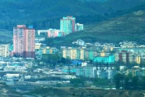 [포토] 화려한 색의 북한 아파트