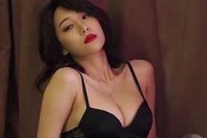 라니아 혜미, 야릇한 포즈 '치명적 섹시미'