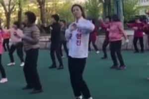 배현진, 새벽부터 엉덩이춤으로 어머님들과 #소통 홍보
