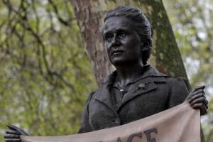 英 의회 광장에 첫 여성 동상
