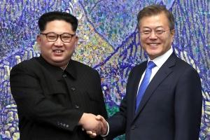 """청와대 """"올 가을 남북정상회담 장소, 평양에만 국한되진 않아"""""""