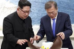 """김정은 """"국제사회 투명하게 공개""""…핵실험장 폐쇄 생중계할 듯"""