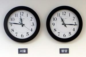 """金 """"평양시간 원래대로""""…30분 차 남북 시곗바늘 3년 만에 만난다"""
