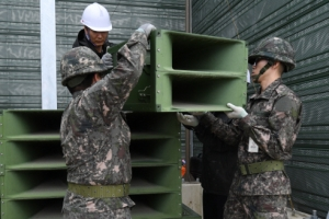 北엔 잘 안들리는 대북확성기…대령·업자·보좌관 등 20명 기소