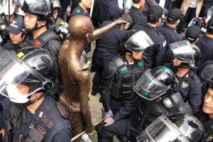 경찰, 노동자상 설치시도 시민단체 해산…시민 등 부상