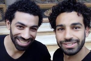 어느 쪽이 진짜 살라? 이집트 기자의 닮은꼴 리버풀 팬에 눈길