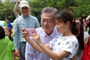 [서울포토] 대통령 할아버지 저랑 사진 찍어요
