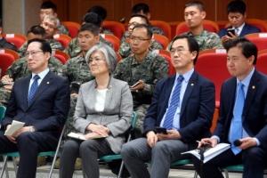 """조명균 """"서해 NLL 기본 유지… 평화수역은 군사회담 통해 설정"""""""