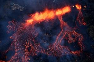 하와이 킬라우에아 화산 용암 높이 700m 분출…주택 26채 전소