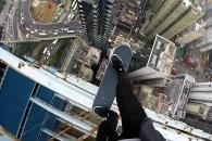 고층건물 위, 목숨 건 스케이트보더의 '객기'