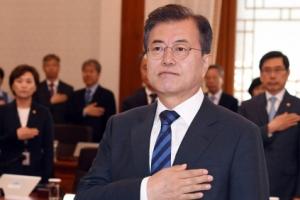 [서울포토] 문재인 대통령, 국기에 대한 경례