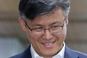 """'만기출소' 정호성, 박근혜 특활비 재판 증언 거부 """"가장 깨끗한 분"""""""