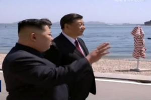 [포토] '도보다리 대신 해안가 산책?' 김정은-시진핑 다롄서 회동
